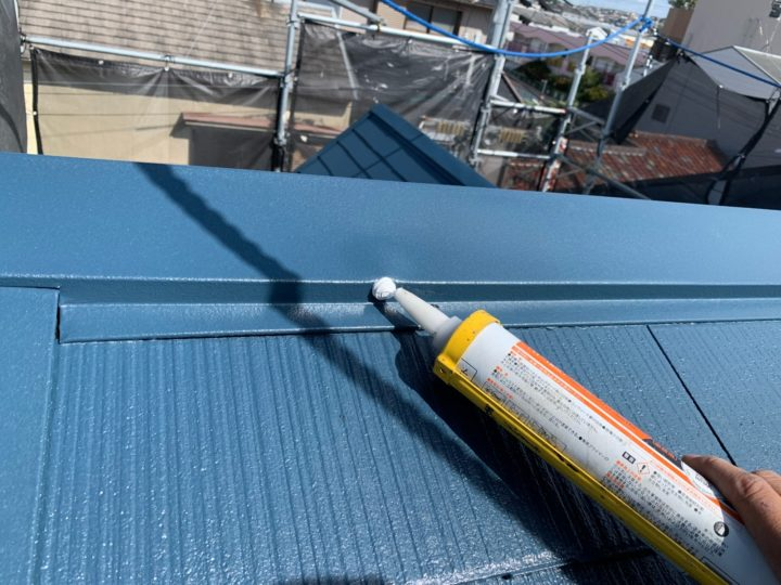 屋根塗装 棟押さえ板金 コーキング注入
