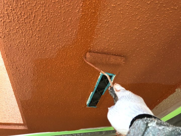 軒天塗装 上塗り