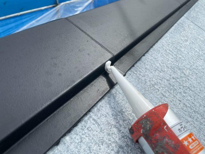 屋根塗装 雨押え板金コーキング打設