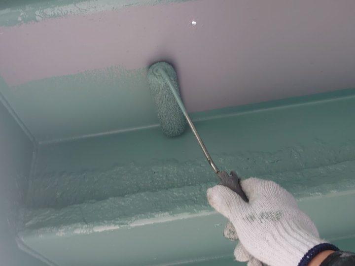 付帯部塗装 階段裏 上塗り1回目